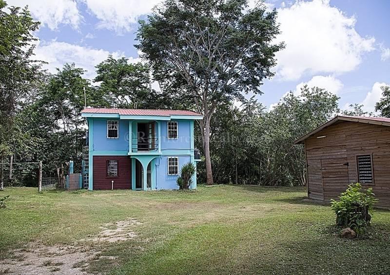 belize home for rent on the mopan riverfront. Black Bedroom Furniture Sets. Home Design Ideas